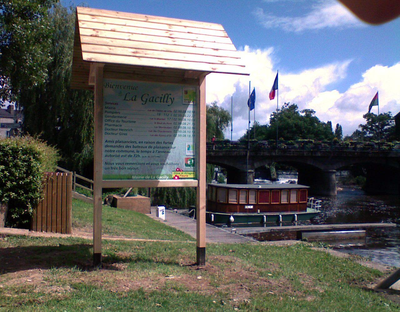 Panneau d'affichage bois zone portuaire